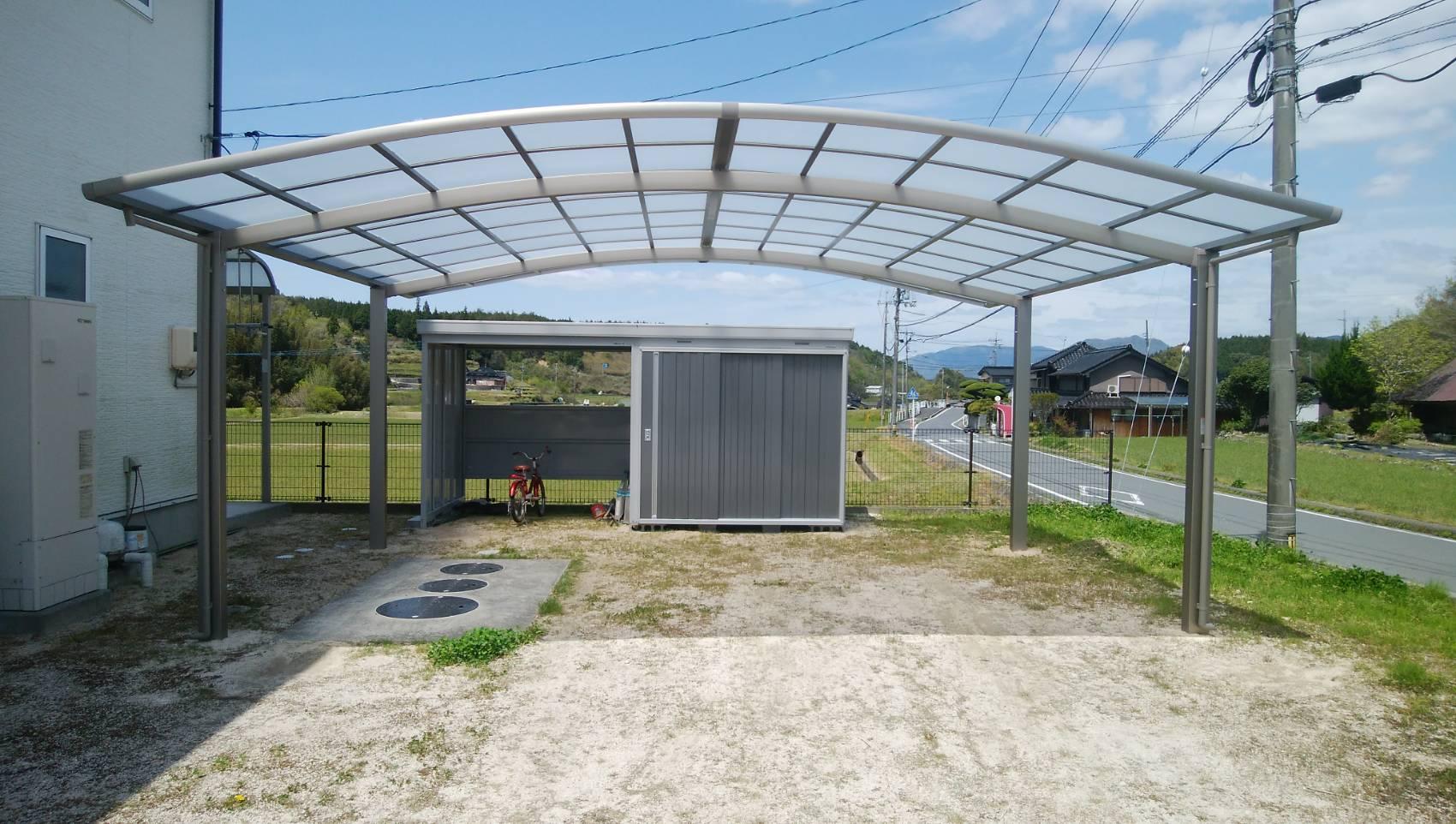 ギャラリーパティオのワイドカーポート & 駐輪場付き物置の施工事例写真
