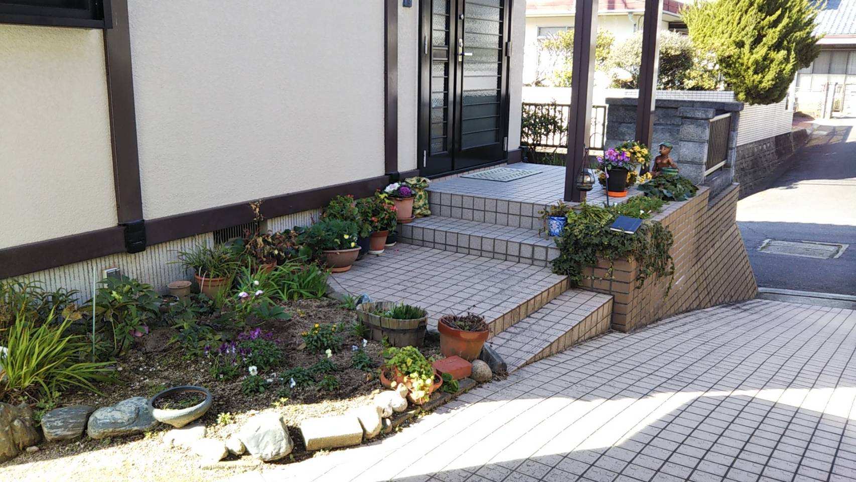 ギャラリーパティオの玄関 スロープ & 手摺設置工事 岩国市の施工前の写真1