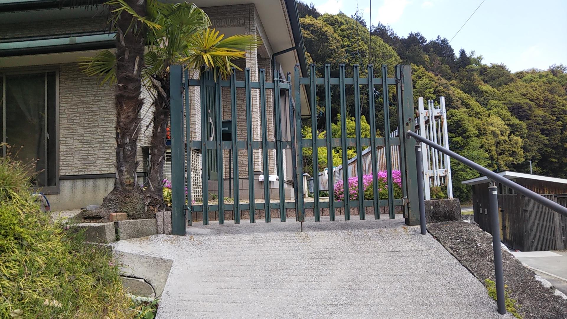 ギャラリーパティオの門扉 交換 の施工前の写真1