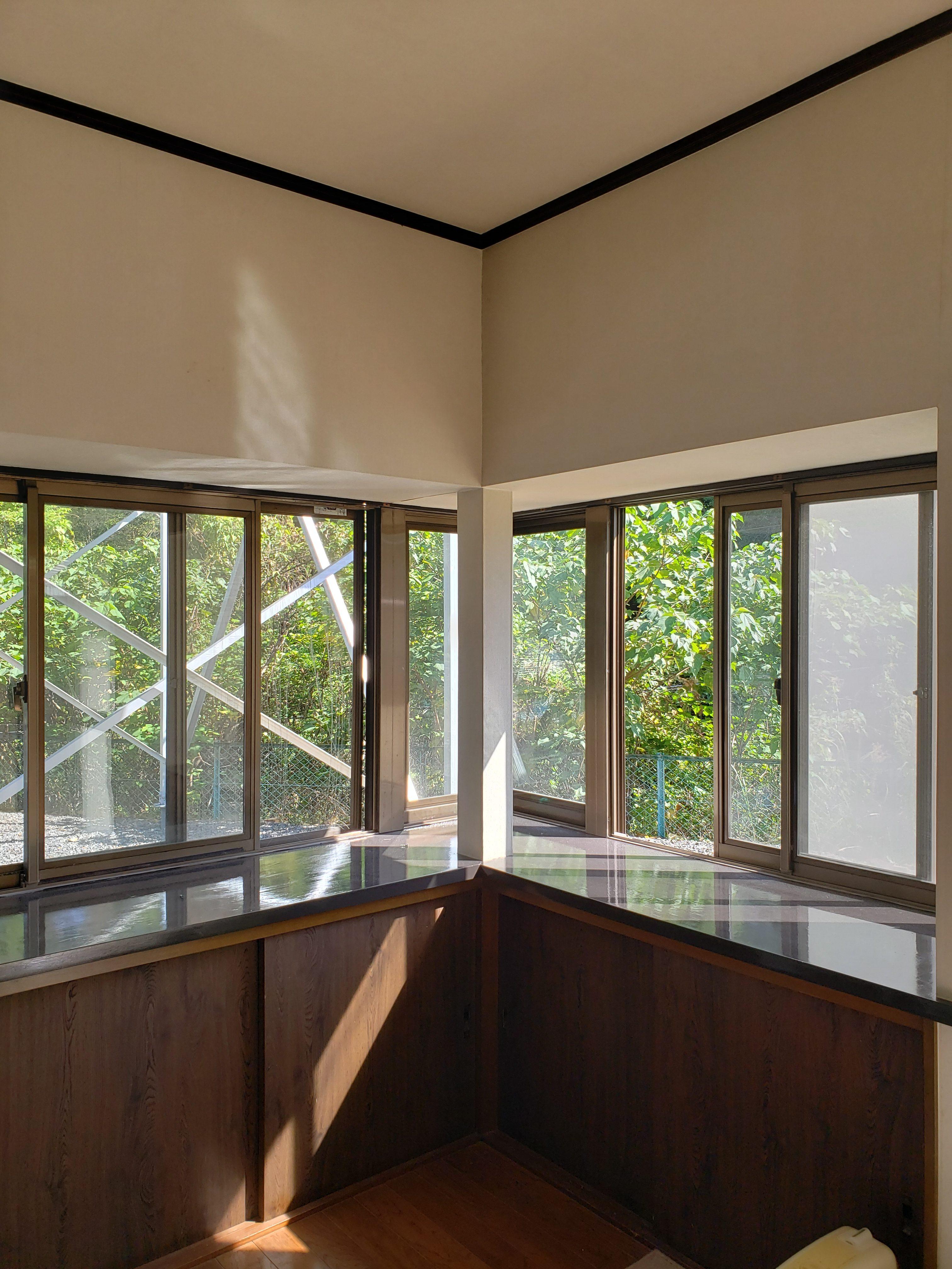 ギャラリーパティオのインプラス コーナー出窓の施工後の写真1
