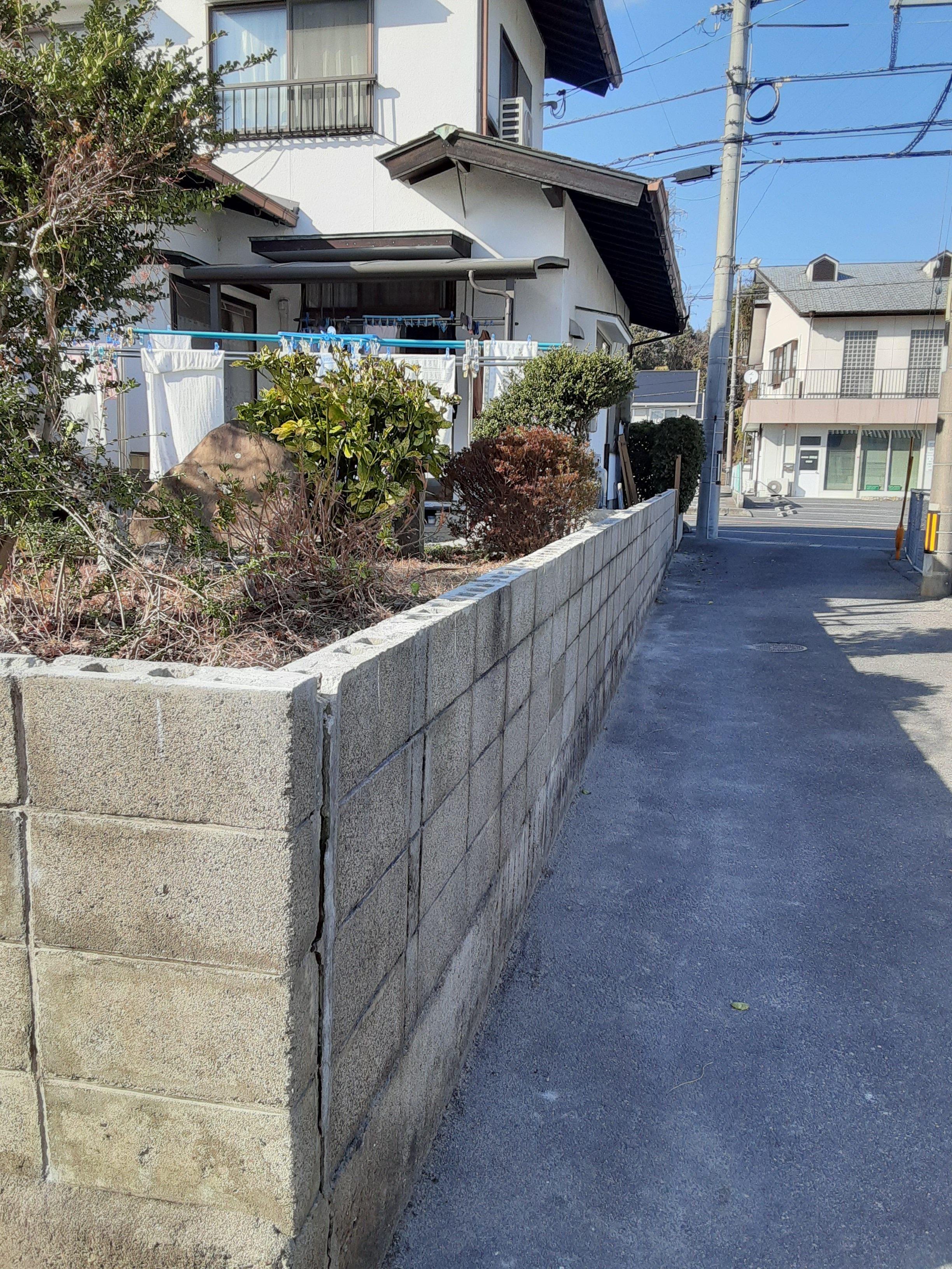 ギャラリーパティオのフェンス工事 及び ブロック塀補修工事の施工前の写真3