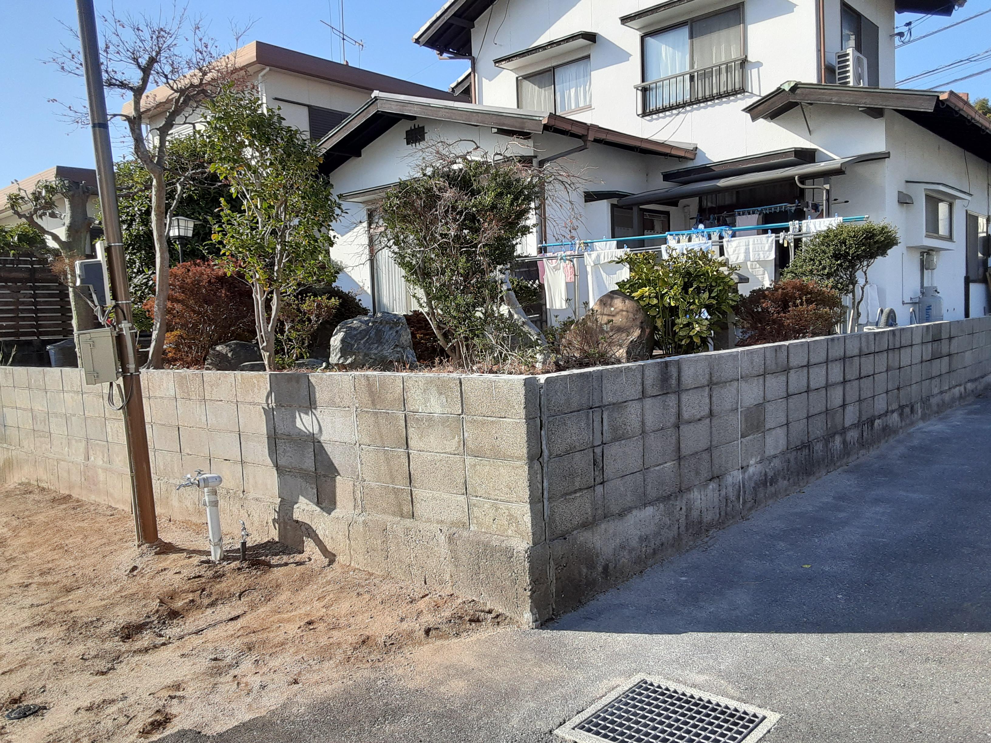 ギャラリーパティオのフェンス工事 及び ブロック塀補修工事の施工前の写真2