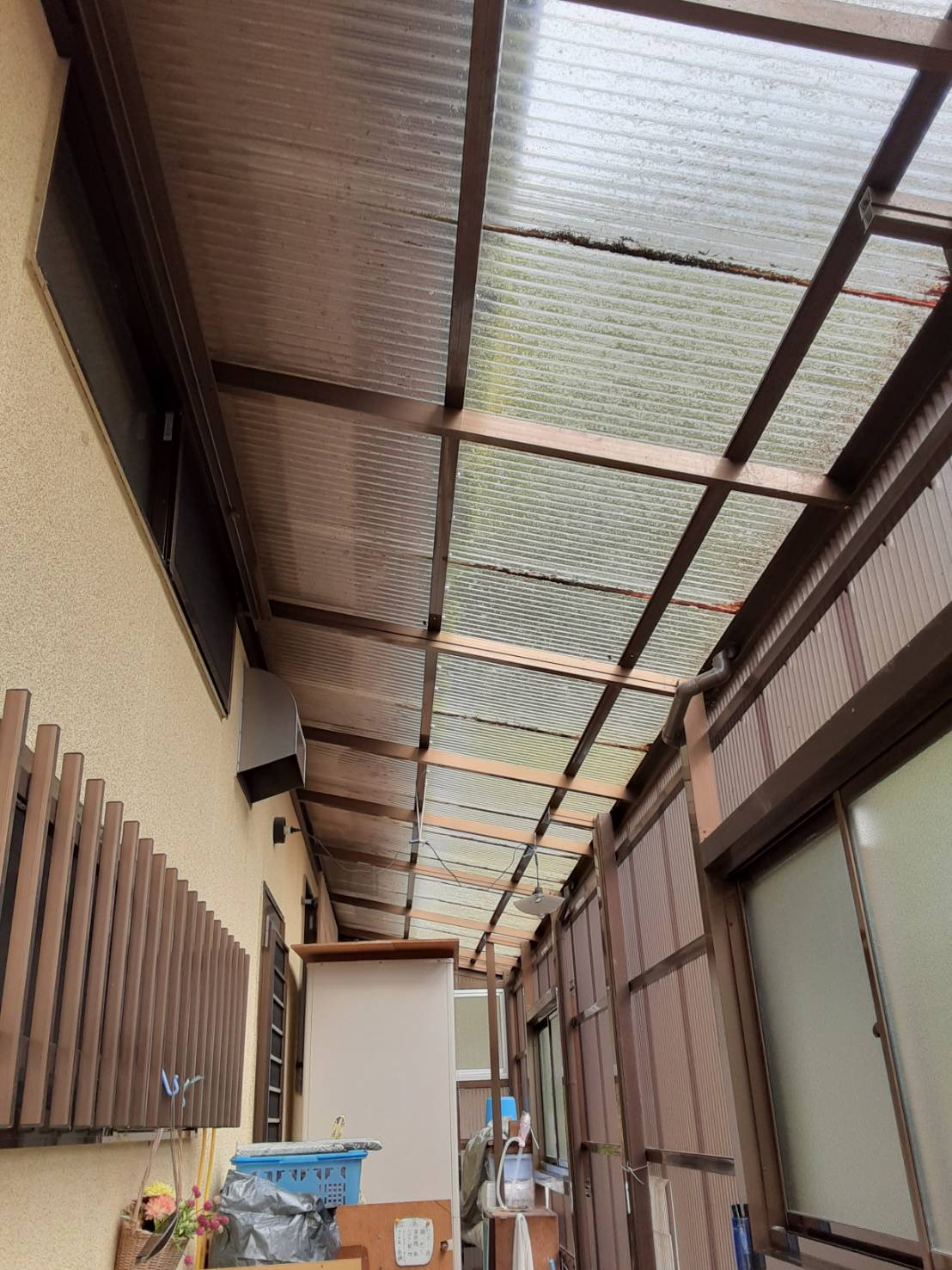 ギャラリーパティオのテラス囲い 波板交換の施工前の写真1