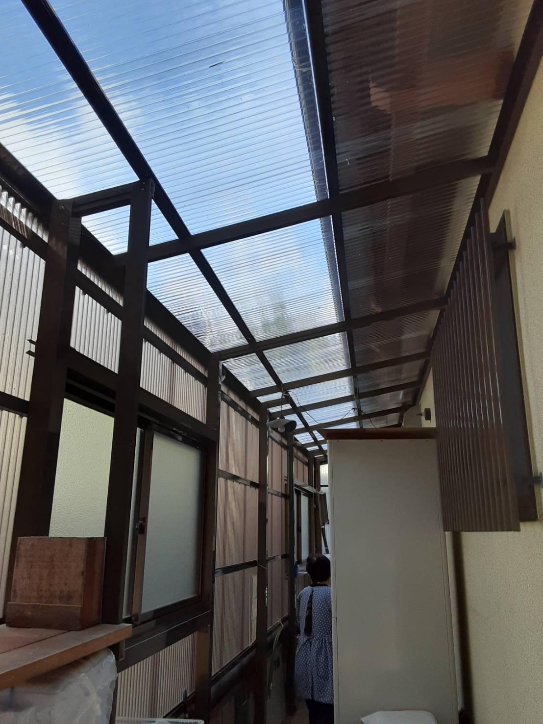 ギャラリーパティオのテラス囲い 波板交換の施工事例写真