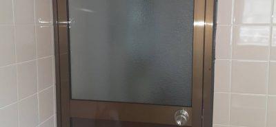 施工事例:貸家 浴室ドア交換