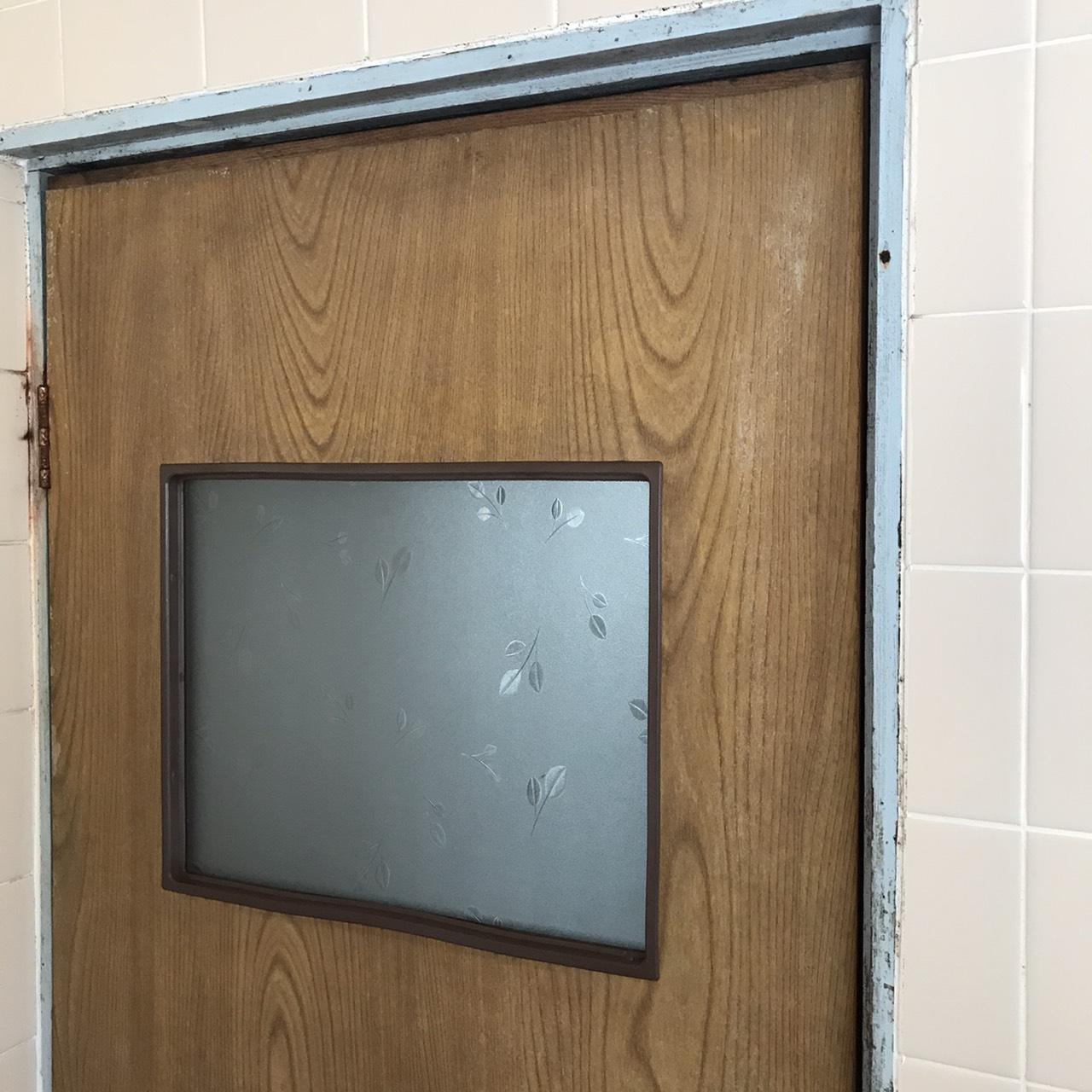 ギャラリーパティオの貸家 浴室ドア交換の施工前の写真2
